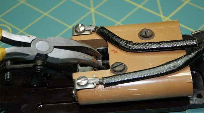 Singer Sewing Machines – And they're OFF!! Updated with Pics!